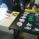Drogas e material de endolação e comunicação foram apreendidos na comunidade de Água Santa (Foto: Cedida pela Polícia Militar)