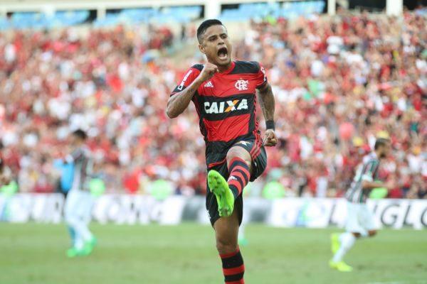 Everton está de saída do rubro-negro carioca rumo ao Morumbi