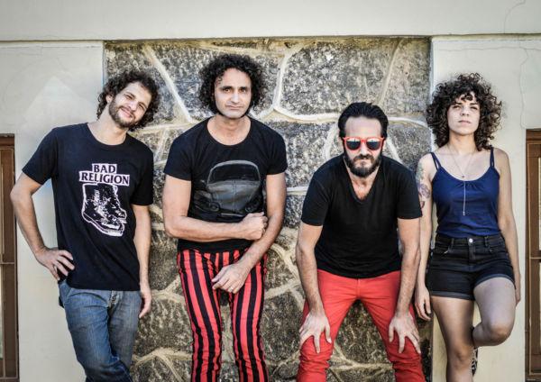Rock autoral: Fuzzcas é formada por Carol Lima, Leandro Souto Maior, Fabiano Parracho e Eduardo Souto Maior (Foto: Divulgação)