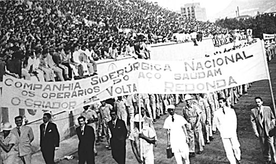 Operários da CSN homenageiam Getúlio Vargas, que colocou o Brasil na era da Revolução Industrial