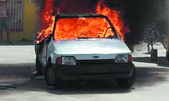 A era da 'pós-verdade': Fofoca sobre homem e mulher acusados de sequestrar criança teve linchamento e carro incendiado