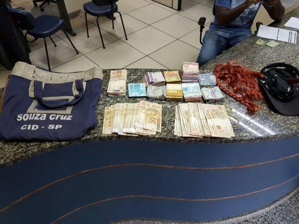 Malote foi roubado da empresa Souza Cruz (foto: Cedida pela PM)