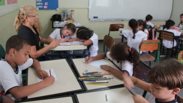 O dia inteiro: Pinheiral bancará custos para aumentar tempo que alunos passam na escola
