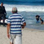 Um dos suspeitos foi preso no mar; ele foi deixado por comparsas que fugiram numa lancha (Foto: Enviada via WhatsApp)