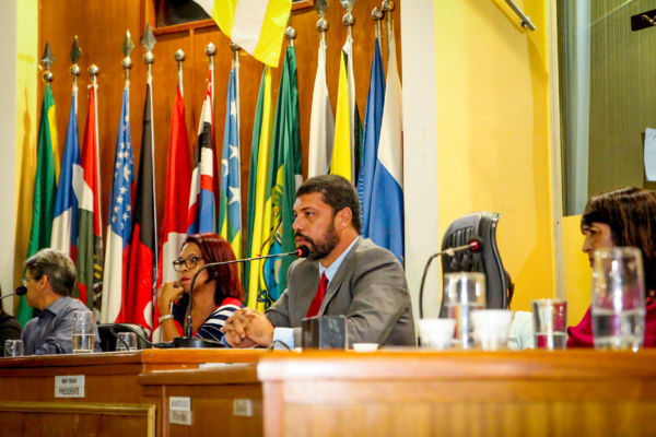 Em debate: Jari fala durante audiência pública sobre autismo