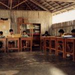 Índios Parakanã na escola indígena