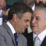 Separados: Aécio Neves e Temer conversam durante evento em Brasília