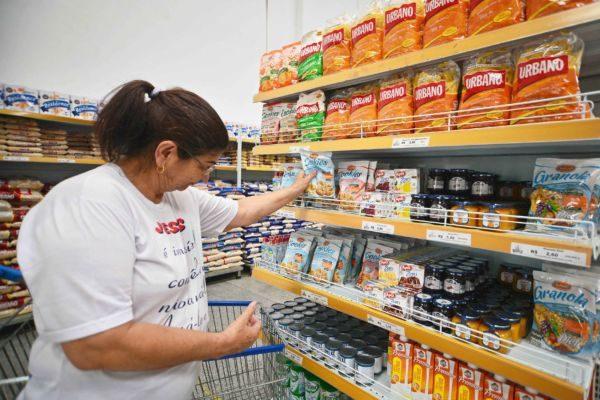 Preço: Donas de casa ainda sentem efeitos da inflação nos supermercados