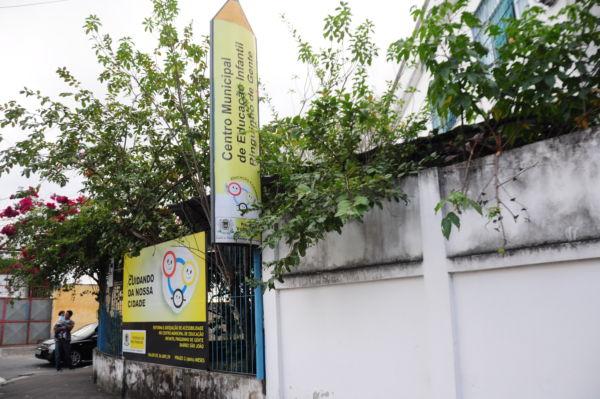 No bairro São João: Centro Municipal de Educação Infantil Pinguinho de Gente está sem materiais e auxiliares de educação (Foto: Franciele Bueno)