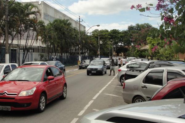 Trânsito: Na opinião do comandante da GM, caso o condutor se sinta extorquido por algum flanelinha, deve procurar imediatamente um guarda (Foto: Júlio Amaral)