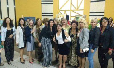 Algumas das artistas plásticas participantes do 9º Festival de Volta Redonda, na abertura da exposição no Shopping Pontual