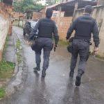 Repressão: PM intensificou policiamento nas ruas da Vila Brasília, em Volta Redonda (Foto: Enviada via Facebook)