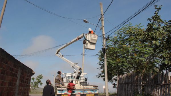 Iluminação pública: Troca de lâmpadas já passou por alguns bairros de Pinheiral; solicitações devem ser feitas junto à prefeitura (Foto: Divulgação/Ascom PMP)
