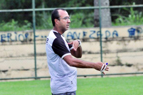 Problemas: Felipe Surian tem baixas no elenco e não poderá contar com Adriano, atacante recém-contratado junto ao Nova Iguaçu (Paulo Dimas)