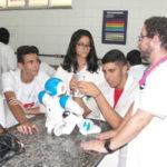 Estudando: Equipe regional tenta disputar campeonato mundial de robótica (Foto: Júlio Amaral)
