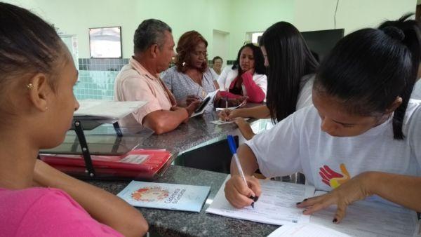 De perto: Vereadora Rosana Bergone visitou e fiscalizou as Unidades Básicas de Saúde da Família que atendem mais de 20 mil moradores (Foto: Divulgação)