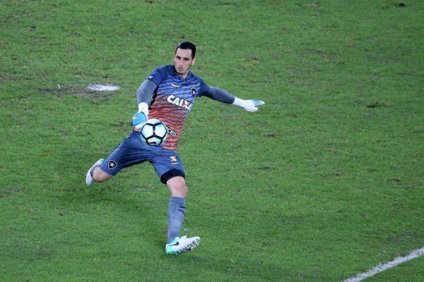 Paredão: Gatito Fernández fechou o gol e fez boas defesas que garantiram a vitória do Botafogo em casa (Foto:Satiro Sodré/SS Press/BFR)
