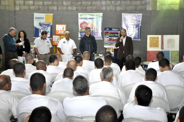 Capacitação: Vice-prefeito Maycon Abrantes disse que prefeitura pretende disponibilizar um curso de Informática aos detentos (Foto: Geraldo Gonçalves / Ascom VR)