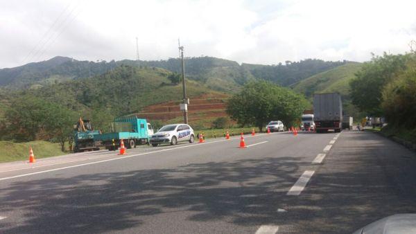 Acidente aconteceu na Via Dutra, Km 223, na Serra das Araras, em Piraí (foto: Cedida pela PRF)