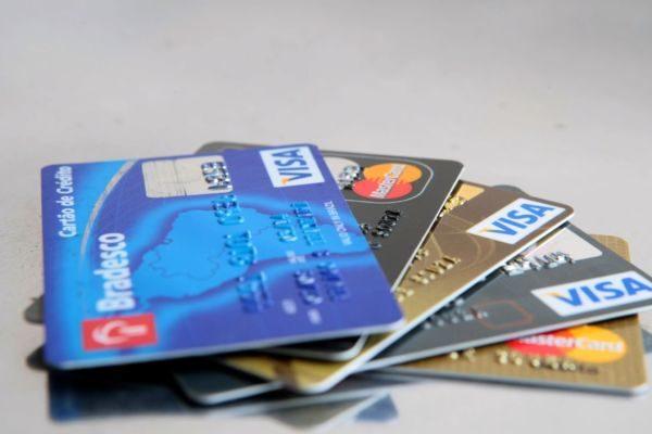Baixa: Cartões de crédito ficam um pouco mais baratos aos usuários