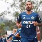 Volante: Rômulo pediu para sair da partida contra o Fluminense após sentir um problema físico (Foto: Gilvan de Souza / Flamengo)