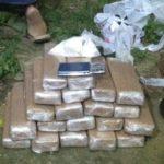Droga estava na casa de suspeito de tráfico em Resende (foto: Cedida pela PM)
