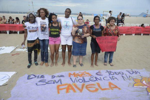 Para as participantes do protesto, 'presente das mães é favela sem violência' (Tomaz Silva/Agência Brasil)