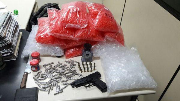 Material apreendido em Resende com suspeito de roubar celular (foto: Cedida pela PM)