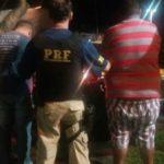Suspeitos foram presos na Via Dutra, em Piraí (foto: Cedida pela PRF)