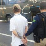 Preso: Jovem estava em ônibus que fazia a linha Rio Grande do Sul x Rio de Janeiro (Foto:Cedida pela Polícia Rodoviária Federal)