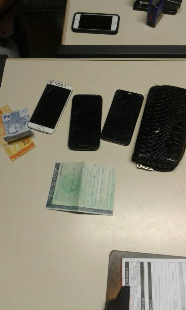ladrões roubava celulares de vítimas na Amaral Peixoto e Vila Santa Cecília, em Volta Redonda (foto: Cedida pela PM)