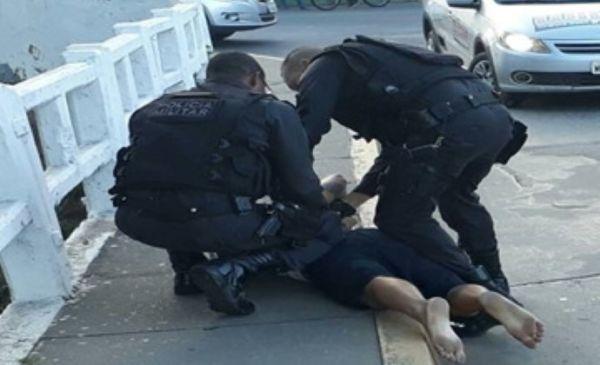Suspeito de tráfico tenta fugir, mas acaba sendo preso (foto: Cedida pela PM)