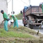 Limpeza: Cerca de 160 profissionais deram início a um mutirão de capina e roçada nesta segunda-feira no Roma (Foto: Geraldo Gonçalves/Ascom PMVR)