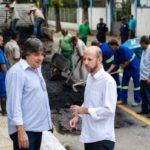 Secretário de Obras e diretor do Saae acompanham obras no bairro Niterói (foto: Gabriel Borges - PMVR)