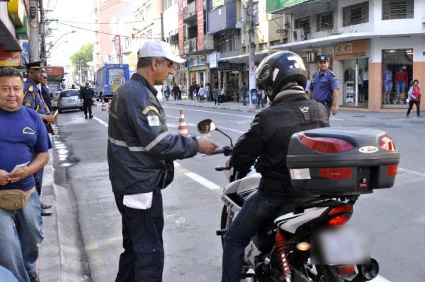 Objetivo do trabalho é fazer com que os motoristas respeitem os ciclistas