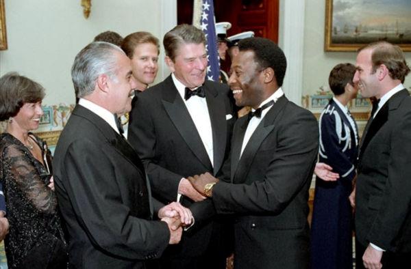 """""""Prazer, sou Ronald Reagan, Presidente dos Estados Unidos. Mas você não precisa se apresentar, porque Pelé todo mundo sabe quem é"""" (Ronald Reagan, outubro de 1982)"""