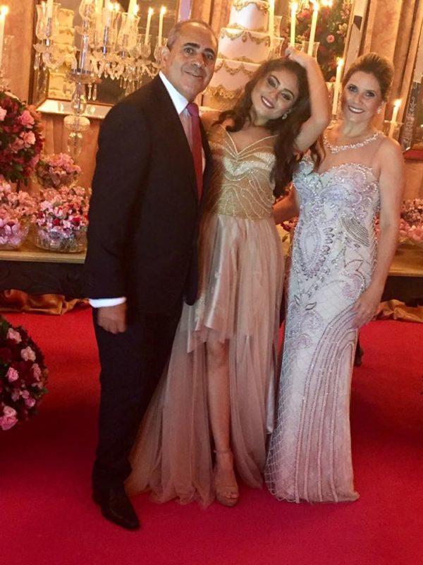 A debutante Luma Teixeira entre seus pais, Jorge Amado e Néia Teixeira