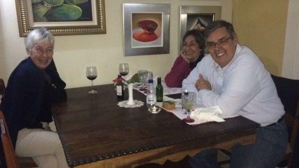 A médica Angélica São Thiago com Carmen Gadelha e Luiz Antônio Gadelha, no Bistrô Casa Antiga