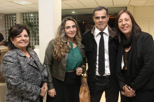O empresário Clodoaldo  recebendo Marly Meneses Pereira, Marice Guedes Borges e Katiuscia Vieira Siqueira