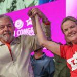 Gleisi e Lula celebram eleição da senadora para presidir o PT