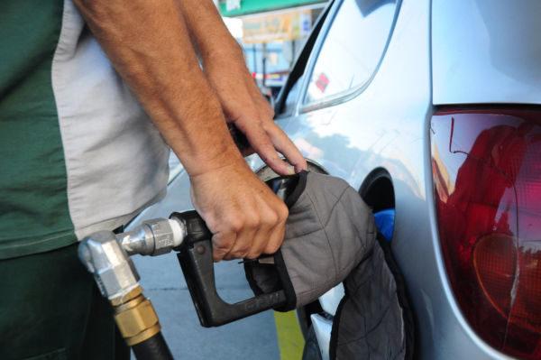 Expectativa: Preço de combustíveis cai nas refinarias, mas repasse da queda ao consumidor não está garantida (Foto: Paulo Dimas)