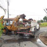 Área urbana: Operação de Limpeza retira entulho e lixo das vias públicas de Quatis (Foto: Divulgação/Ascom PMQ)