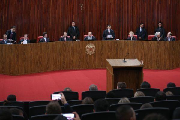 Voltou: TSE retoma o julgamento da ação em que o PSDB pede a cassação da chapa Dilma-Temer