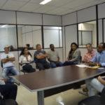 Vice-prefeito Ailton Marques fala sobre processo de licitação com moradores (foto: Divulgação)