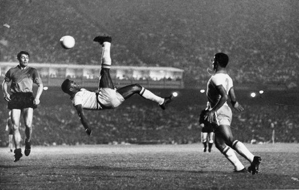 Pelé: o rei, o gênio e mais completo jogador da história vira motivo de deboche no Brasil... Só no Brasil