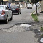 'Crateras': Moradores chegaram a contar o número de buracos; atualmente seriam 68