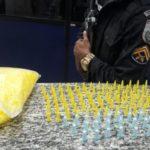Drogas foram abandonadas no bairro Paraíso de Cima e suspeito conseguiu fugir (foto: Cedida pela PM)