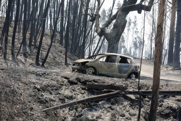 Incêndio consumiu casas e carros com pessoas ainda dentro