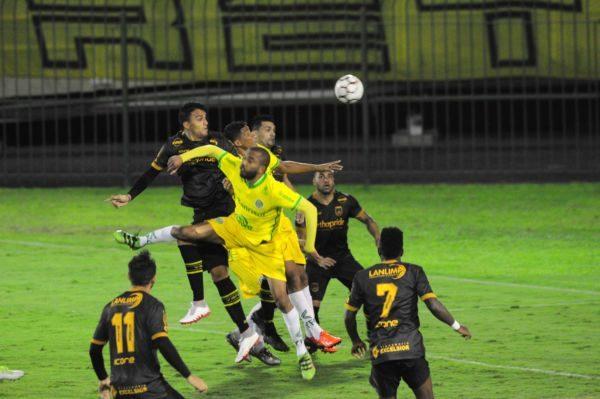 Voltaço acabou preso no sistema defensivo do Ypiranga