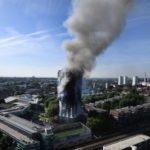 O edifício Grenfell Tower, em Londres, pegou fogo durante a madrugada desta quarta-feira (Andy Rain/EPA/EFE/)